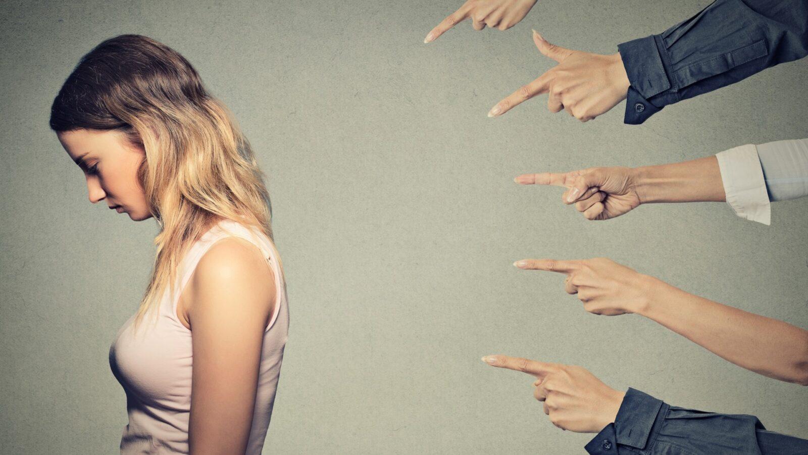 «Прекратите обращать внимание на мудаков» — правила защиты от чужой негативной энергии