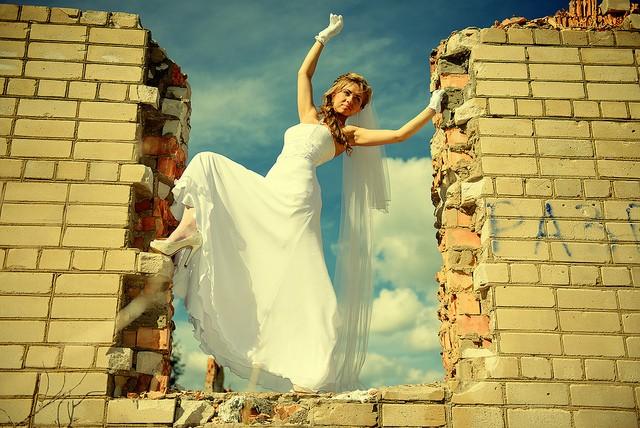 Что тебе мешает познакомиться и выйти замуж