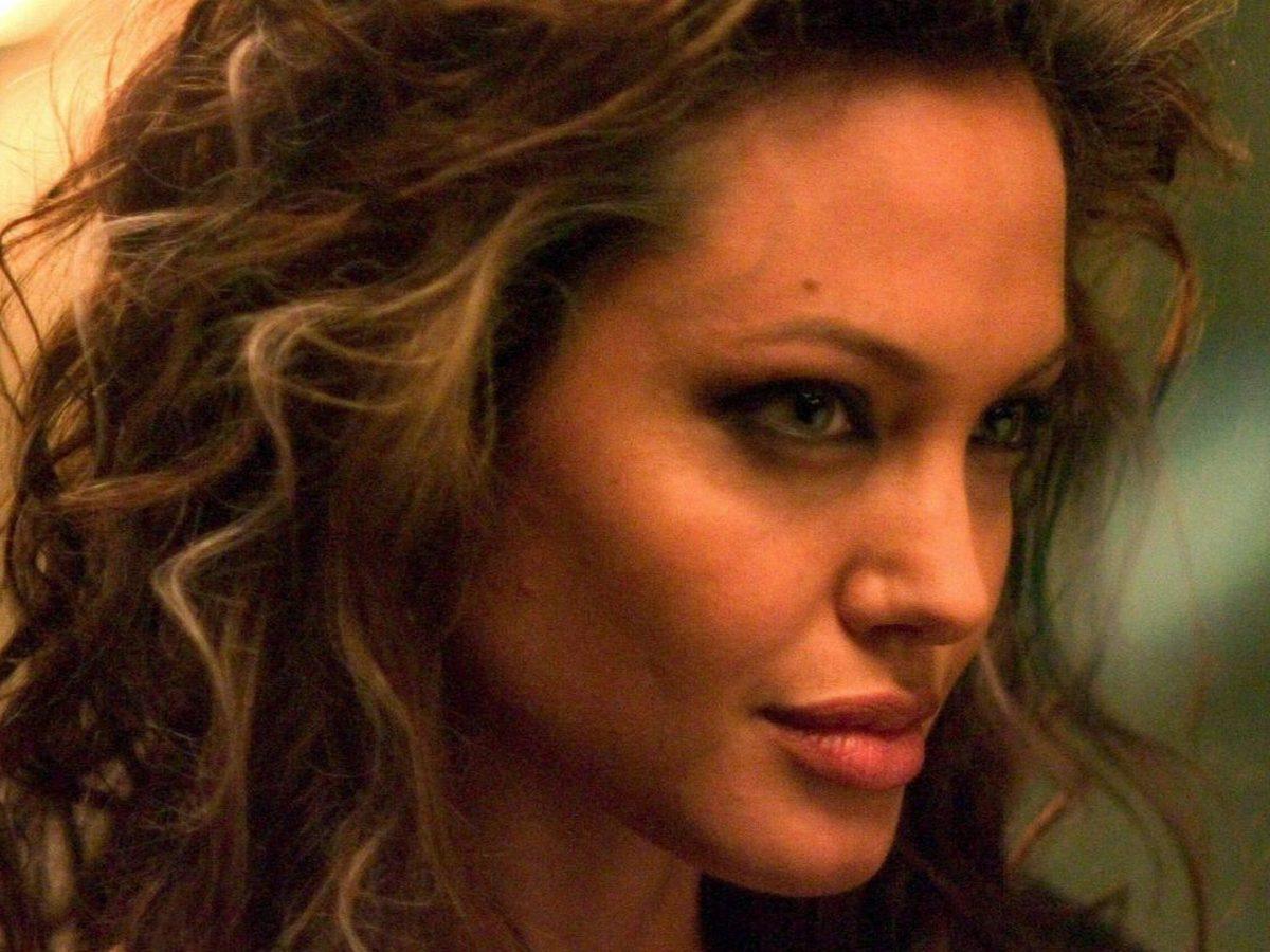 Анджелина Джоли: «Почему я перестала делать татуировки…»