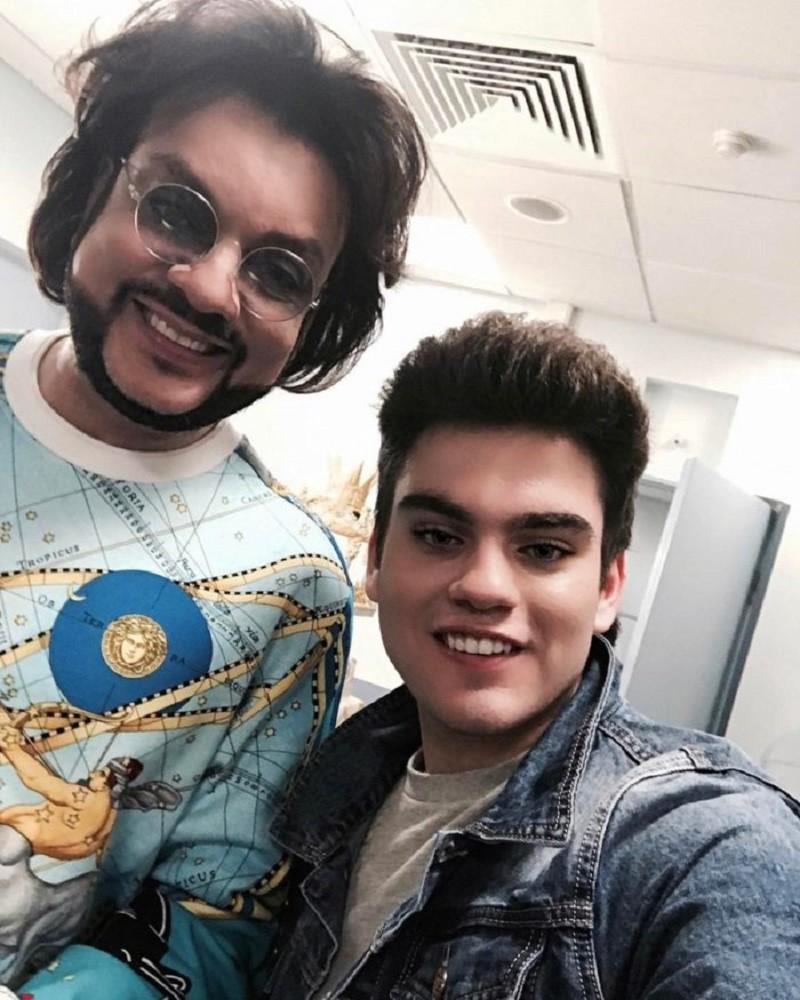 Сын 18-летний Филиппа Киркорова скинул совместные фото со звездным отцом