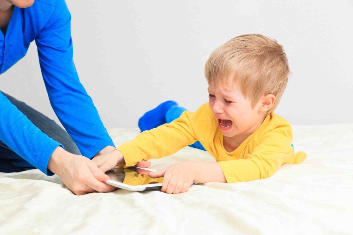 Веские причины отобрать у ребенка гаджет