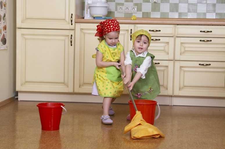 Как ребенок может помочь по дому согласно его возраста