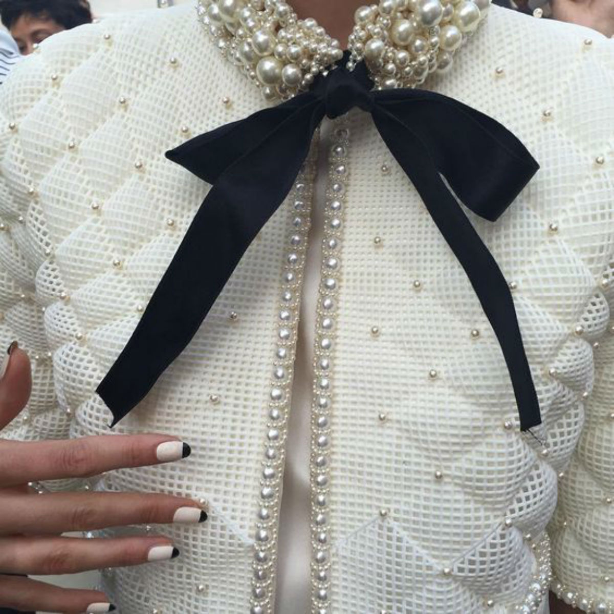 Декорируем одежду бусинами: в стиле Шанель
