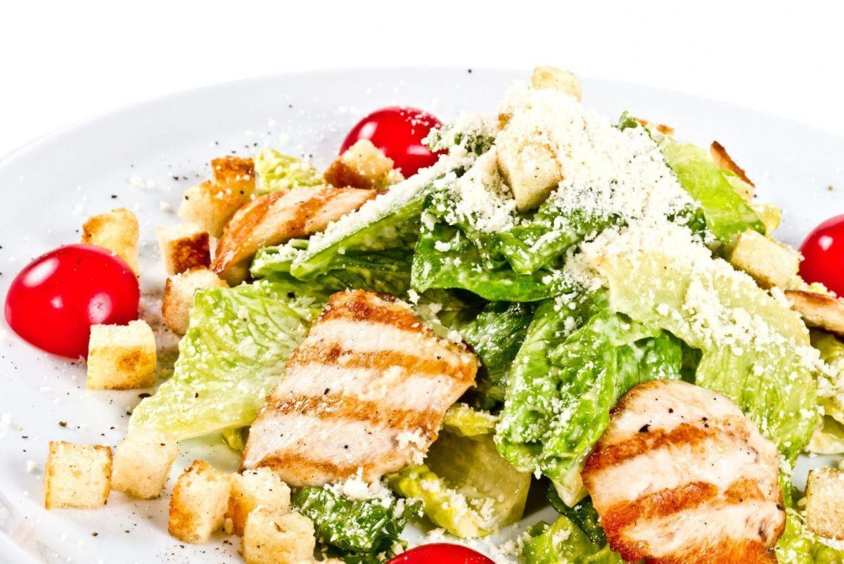 """Классический салат """"Цезарь"""" - гости будут довольны"""