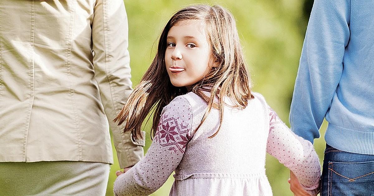Вредные привычки, которые не стоит демонстрировать при ребёнке