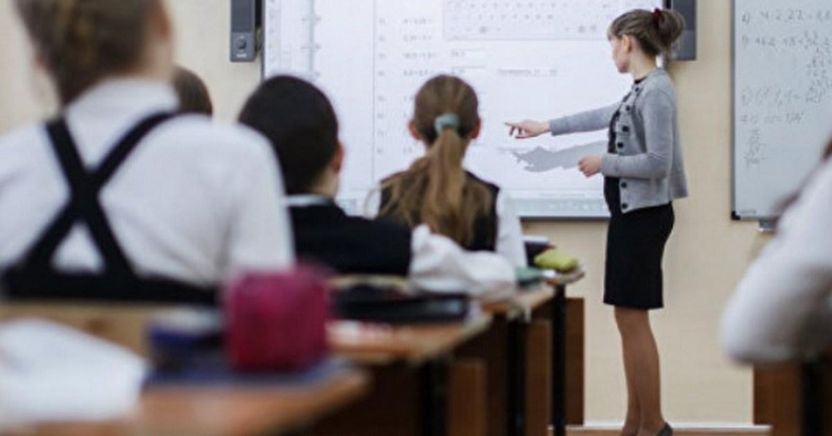 Правдивый рассказ учительницы: Мне двадцать три года. Старшему ученику — шестнадцать. Я его боюсь